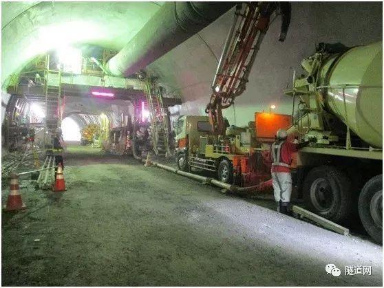 360度全方位同时浇筑!日本奥村组开发衬砌混凝土快速浇筑系统