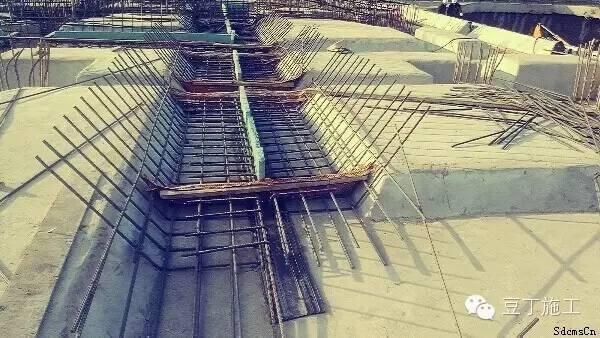 """""""跳仓法""""施工工艺图文解析有效控制混凝土有害裂缝"""