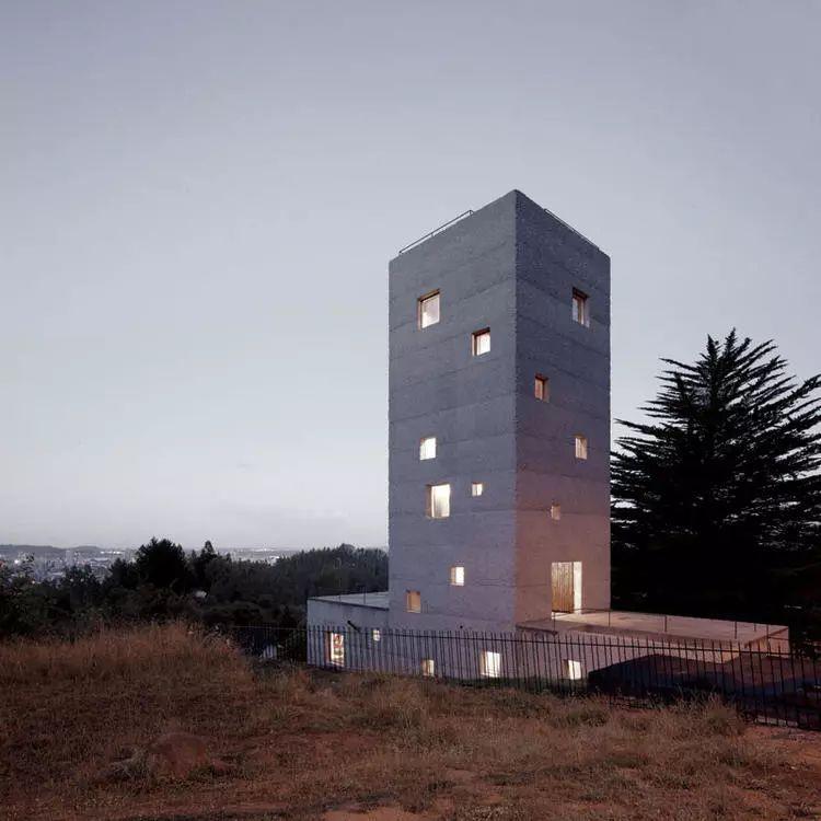 这个智利建筑事务所设计房子,几乎像是一场方形、圆形或其他元素_5