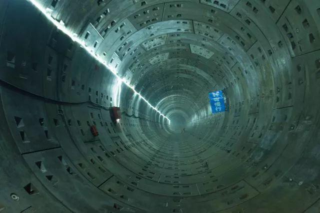 中建六局首个盾构法施工综合管廊隧道全部贯通_18
