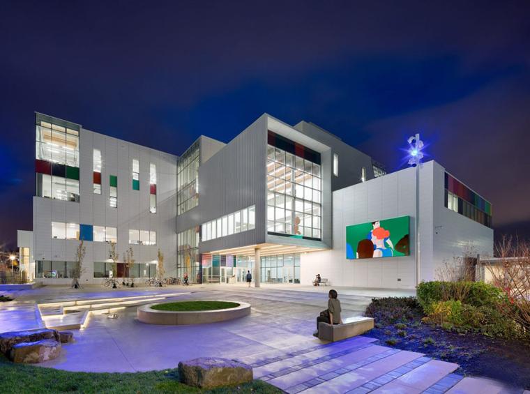 加拿大带有彩色元素的外立面艺术学院
