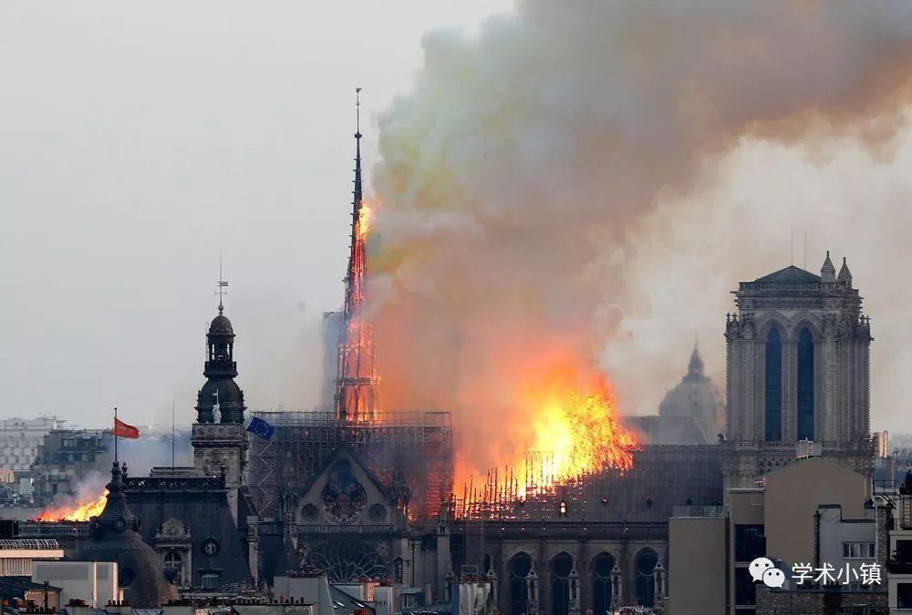 还原巴黎圣母院火灾蔓延过程_7