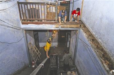 60年房龄老屋 楼梯垮塌3人受伤