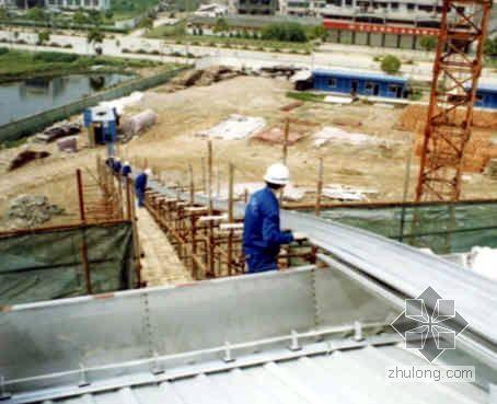 山东某卷烟厂联合工房金属屋面板施工方案(鲁班奖)