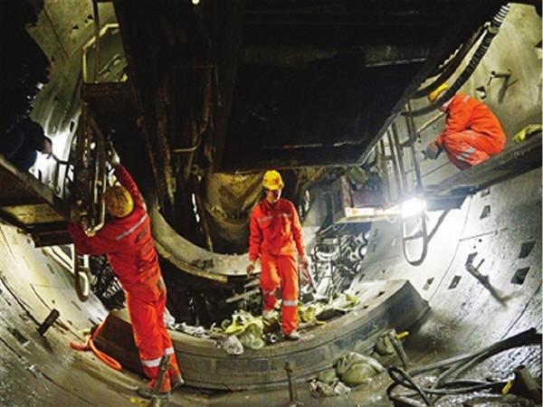 国内地铁建设史上首条最长重叠隧道贯通