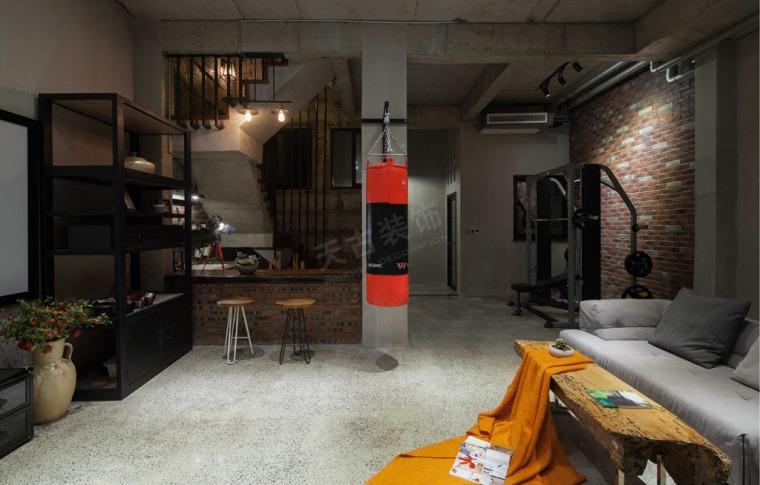 loft工业风装修完工照片-粗糙的柱壁,灰暗的水泥地面,裸第1张图片