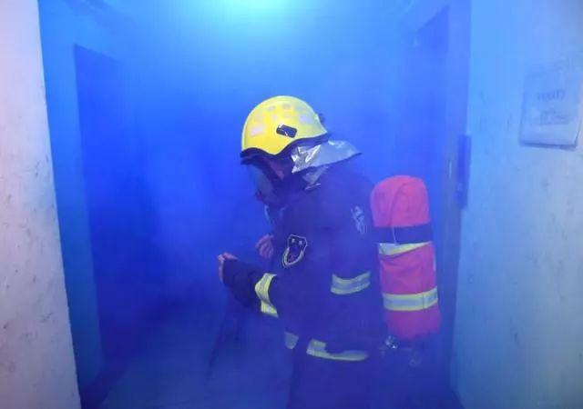 这个实验告诉你发生火灾为什么不能做电梯!_5