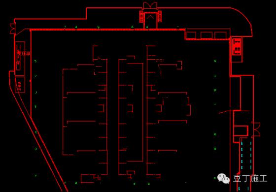 平安金融中心大体积底板混凝土无缝施工关键技术——溜槽施工