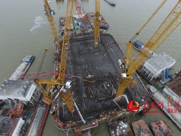 沪通长江大桥建成世界最大体积沉井基础承台