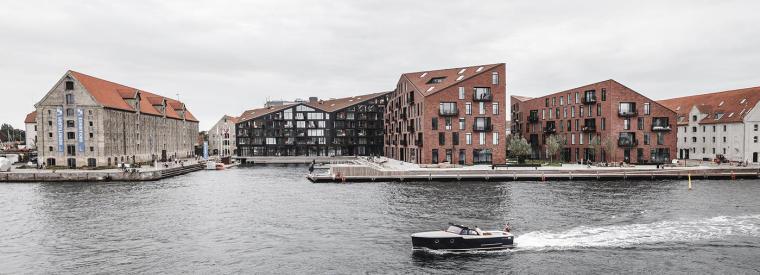 在地建筑的再创造:折叠屋面厚重体量,将工厂特性赋予住宅