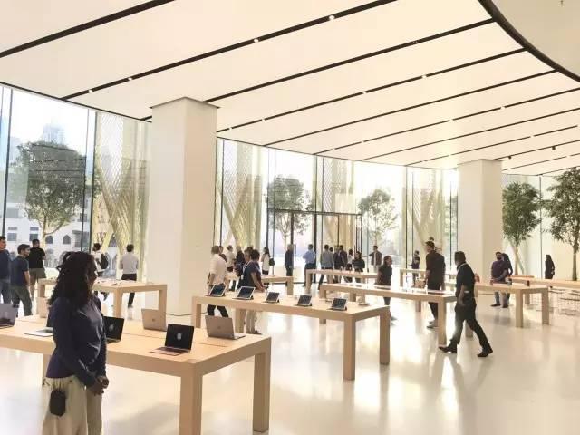 """苹果最新米兰旗舰店设计,被誉为""""欧洲最美苹果店""""_32"""