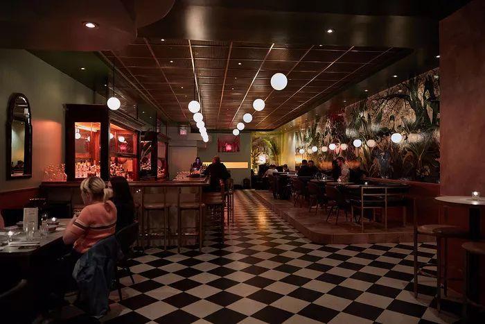 别找了,2018年最好看的餐饮空间设计都在这里了_21