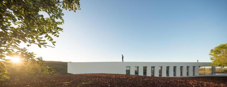 葡萄牙雕塑艺术般写意的住宅-1551071439221950