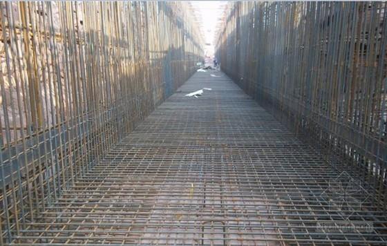 超长地下结构增设诱导缝防裂施工工法