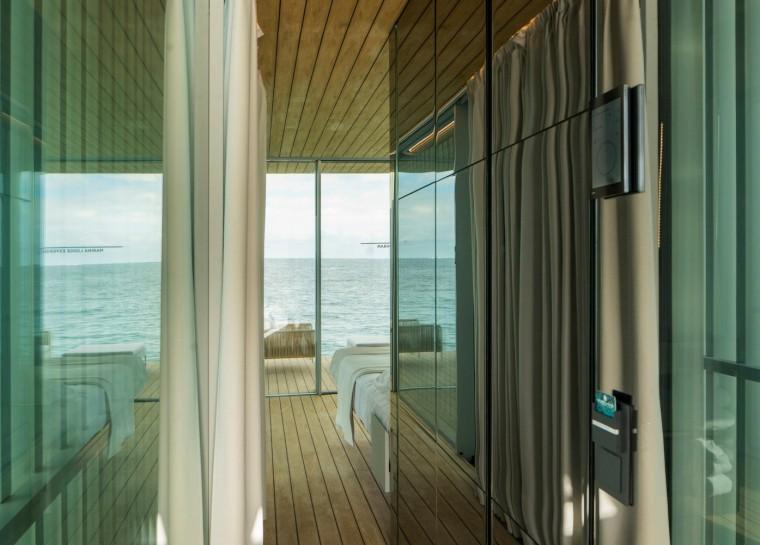 西班牙与大海融为一体的浮动别墅-10
