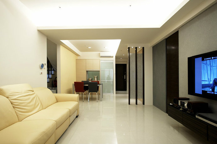 148平简约跃层客厅电视墙装修效果图