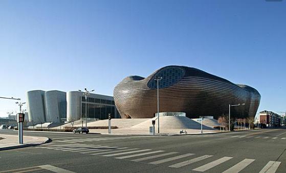 鄂尔多斯博物馆双曲异型金属屋面的设计