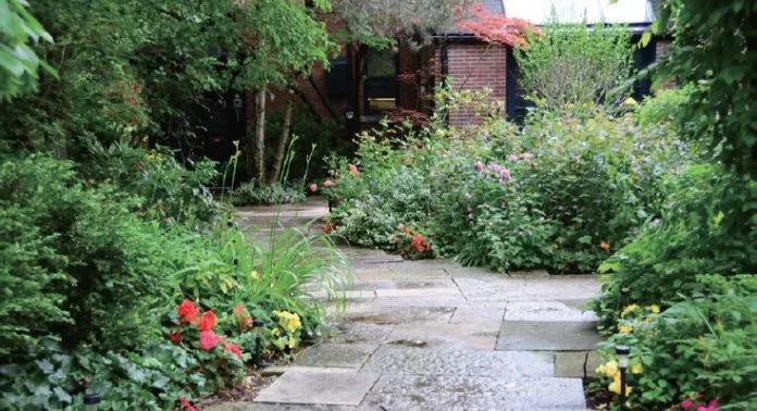 草坪太难搞?新花样玩转庭院铺装