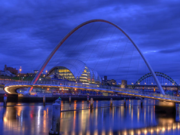 斜拉桥主塔曲线爬模施工技术案例分析