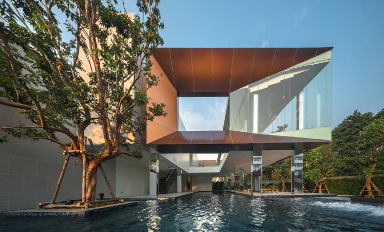 曼谷绿色相通的现代住宅