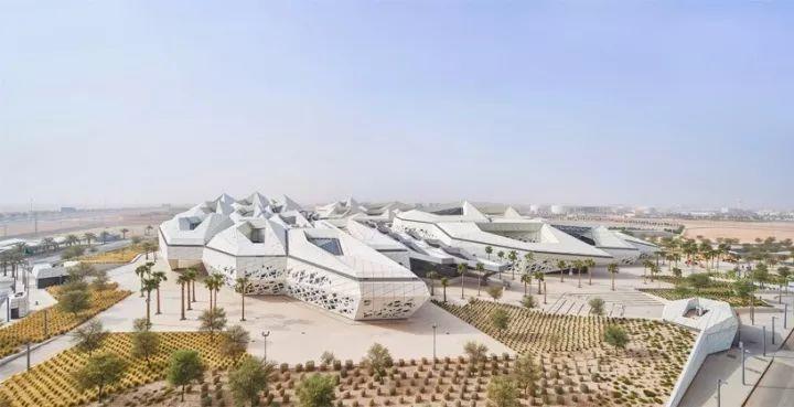 """为了研究石油,土豪在沙漠里盖了""""最聪明的钢结构建筑""""!"""