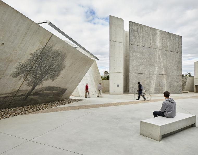 加拿大国家大屠杀纪念碑-8