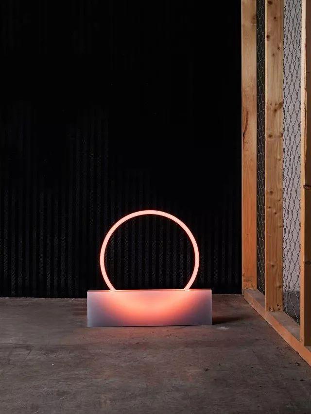 你家的灯已经OUT了!看看这八款高颜值又实用的灯具_6