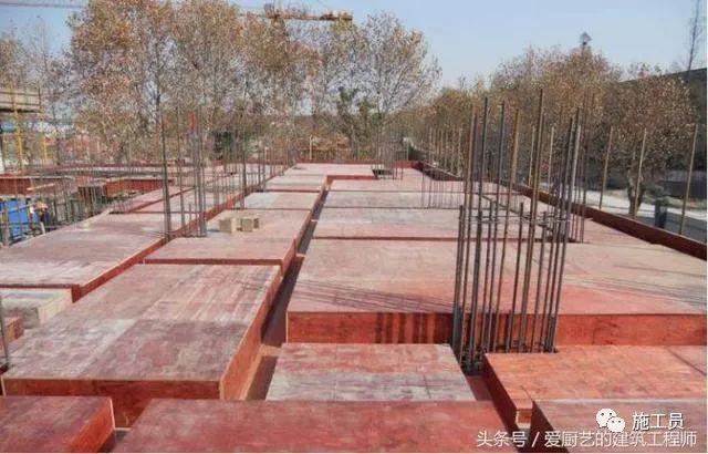 结合现场讲解墙、板、梁钢筋连接施工要点
