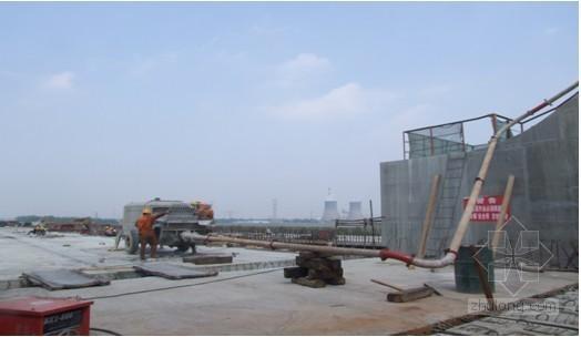 大跨度下承式系杆钢拱桥拱肋混凝土无隔舱泵送工法