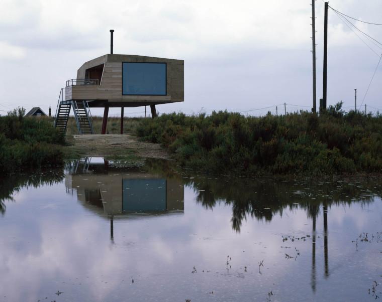 架空于潮汐盐沼泽地之上的软木小屋
