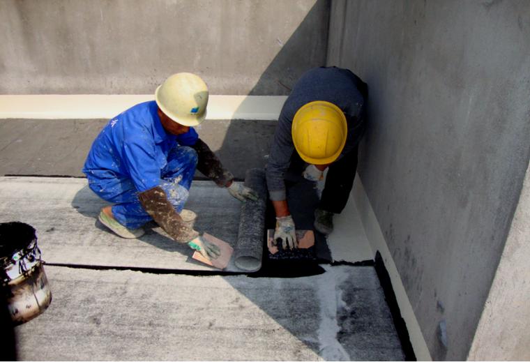 非固化蠕变型橡胶沥青涂料与卷材热熔复合防水施工工法
