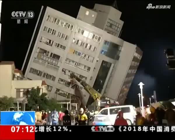 台湾地震花莲统帅大楼3楼以下全压扁仍有3人受困_1