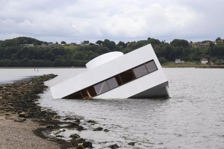 洪水冲走了萨伏伊别墅?当建筑遇上装置艺术