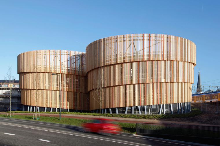 荷兰木雕停车库