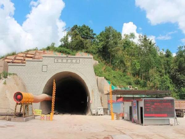 玉磨铁路10标隧道工程掘进突破10公里大关