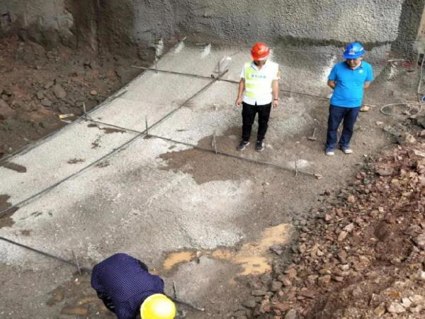 文圩隧道右洞完成首板仰拱浇筑