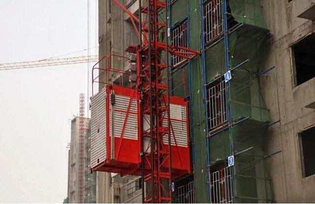 新华东街1号综合楼施工电梯施工方案
