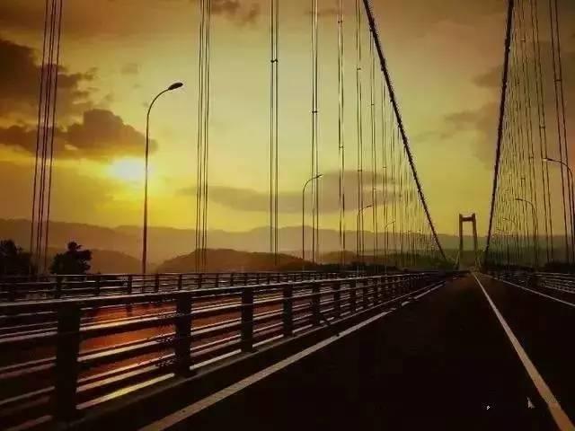 """""""亚洲第一大桥""""通车了,美国专家惊呆了!云雾浩渺,太壮观了_3"""