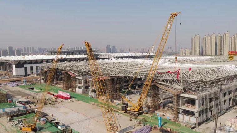 西安丝路国际展览中心标准展厅屋盖钢结构滑移完成