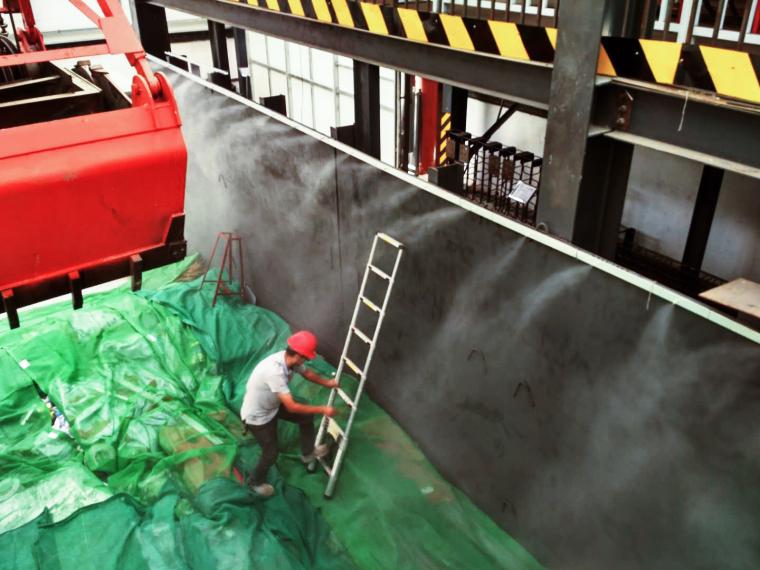 北京市政集团地铁安贞桥站施工喷雾降尘作业现场