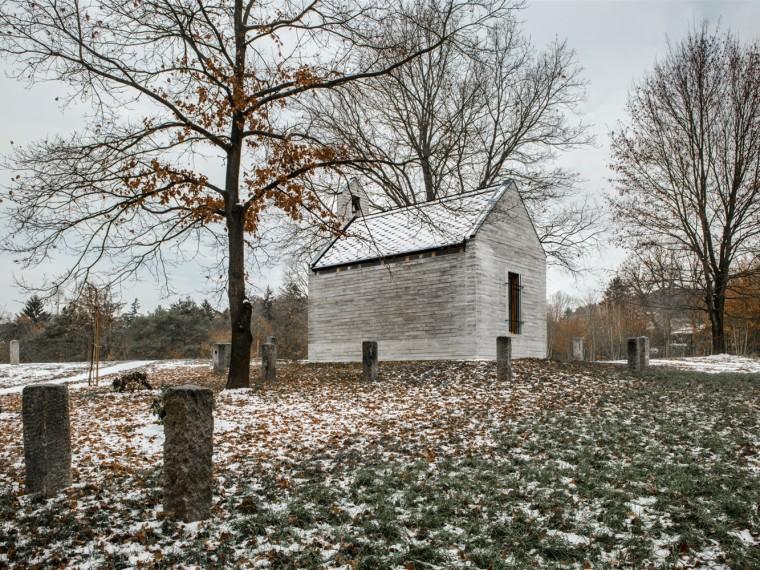 捷克传统与现代合奏的家庭小教堂