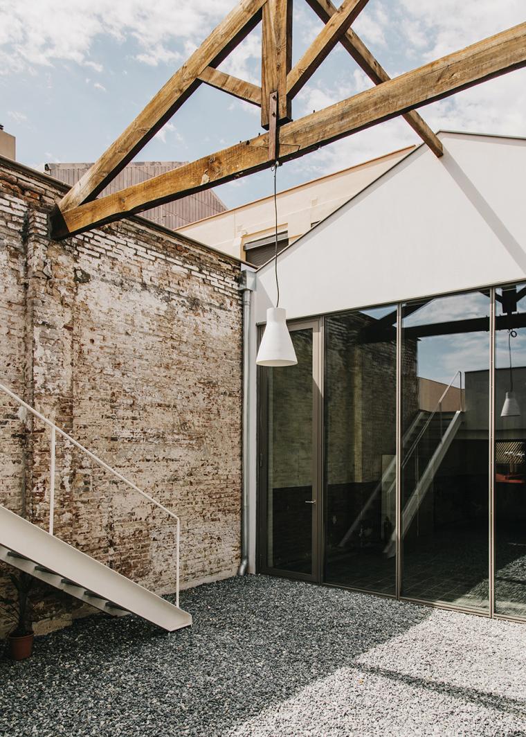 仓库建筑的古典风格Montoya办公楼外部实景图 (1)