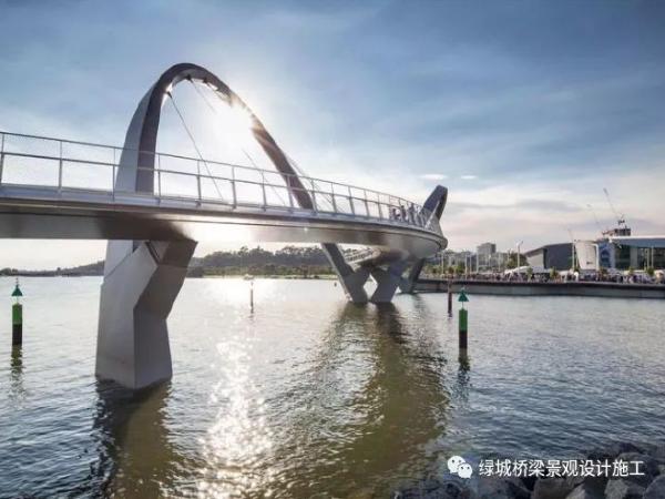 澳大利亚天鹅湖人行桥 | 不对称的和谐美