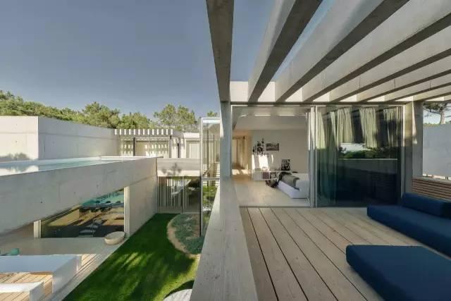 把屋顶设计成空中泳池,只有鬼才,才敢如此设计!_19