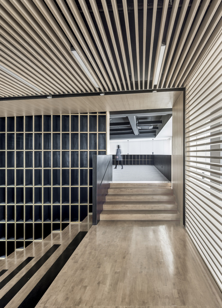 3-Office-space-renovation-of-Shanghai-YuTu-technology-co.-LTD-by-Mix-Architecture