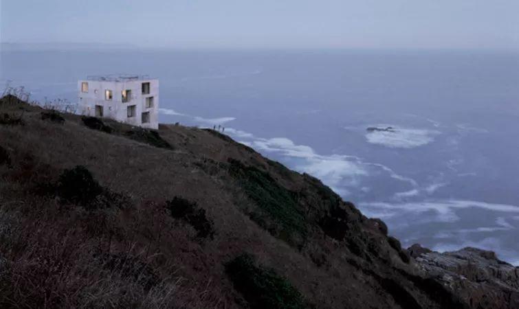 这个智利建筑事务所设计房子,几乎像是一场方形、圆形或其他元素