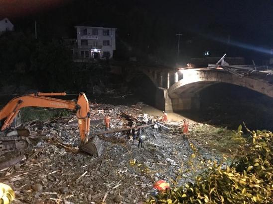 重大事故!桐庐廊桥桥顶垮塌事故致8死3伤 建筑质量问题存疑