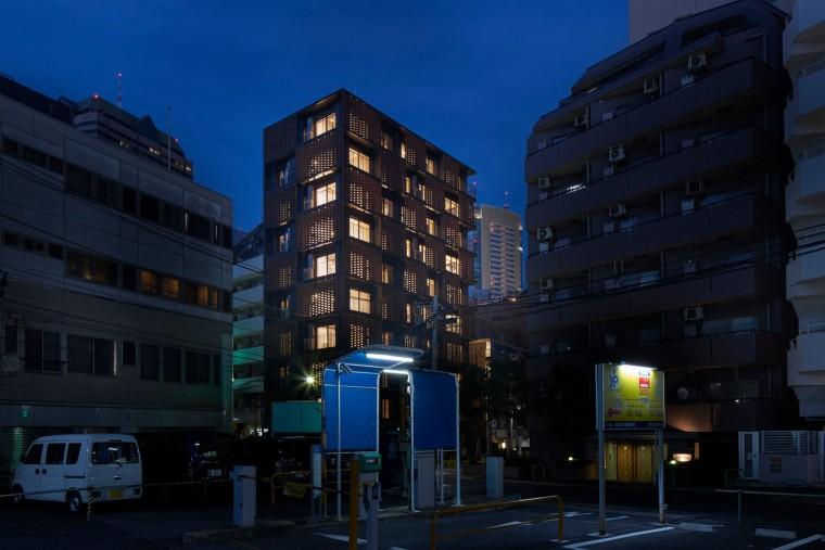 日本高密度居住区里的公寓楼
