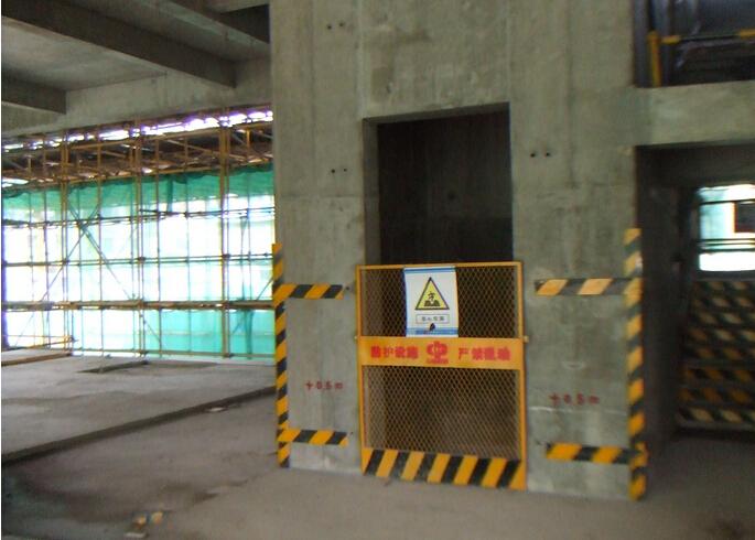 高层建筑电梯井道烟囱效应应对措施