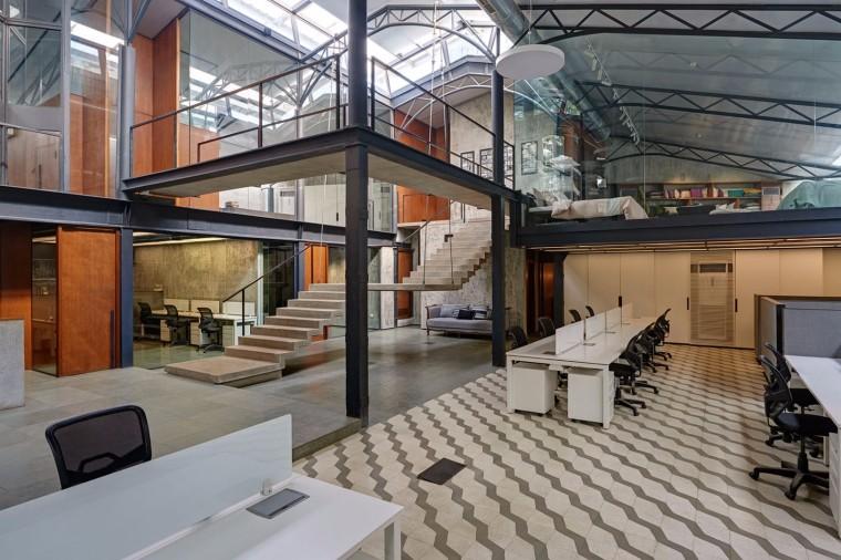 仓库改造后的办公室——悬浮于建筑中心的混凝土楼梯-1522677807936634.jpg